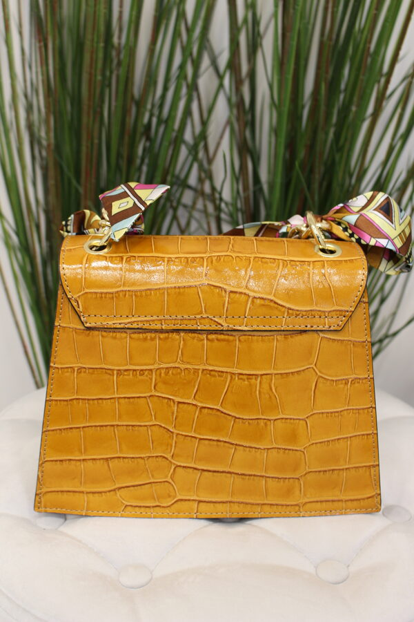 Auksinės spalvos odinė rankinė