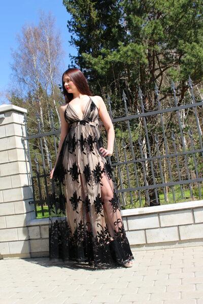 Ilga juoda proginė suknelė